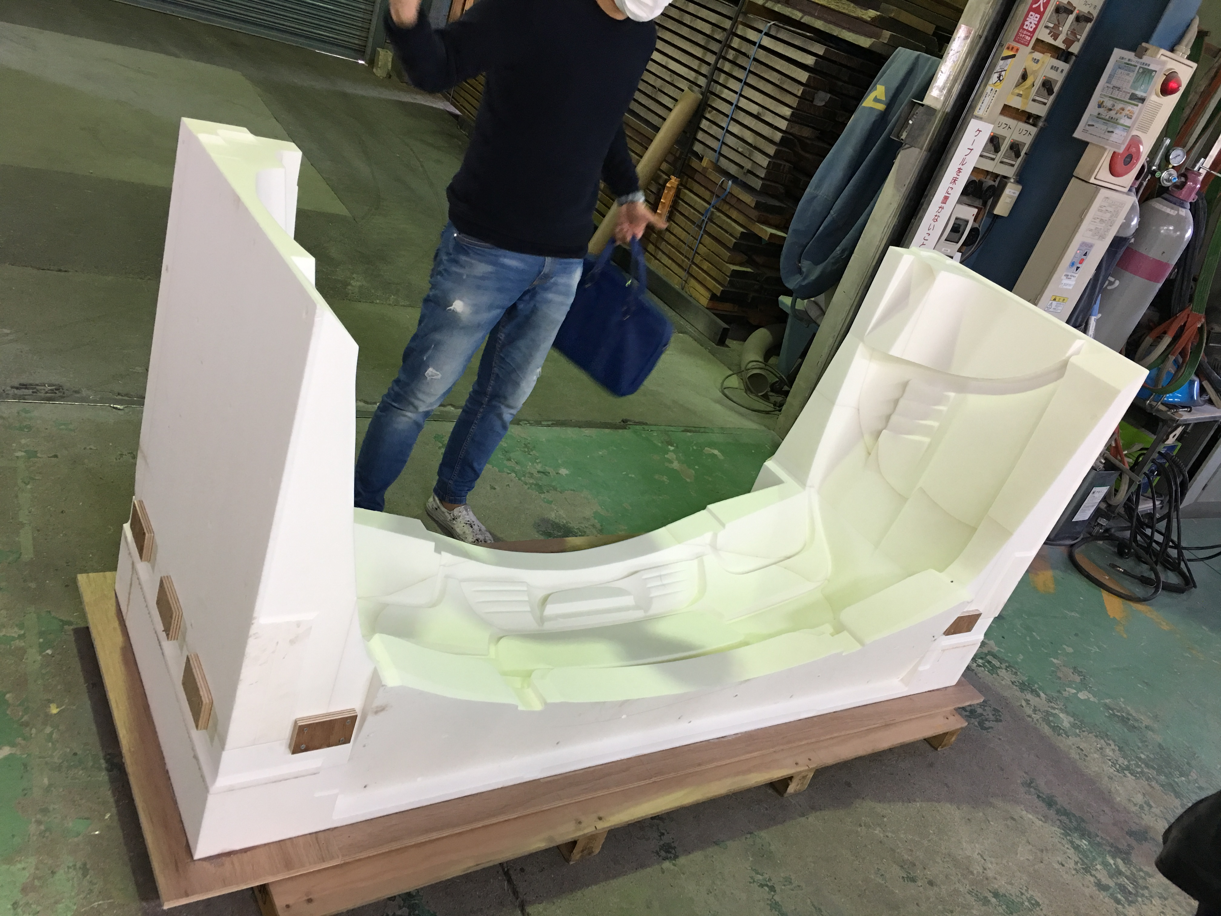 Request for FRP molding painting is left to Satogi Mold